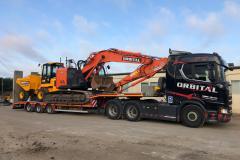 22-ton-Hitachi-and-JCB-9-ton-cabbed-dumper-on-lorry-2