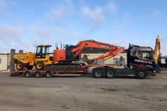22-ton-Hitachi-and-JCB-9-ton-cabbed-dumper-on-lorry
